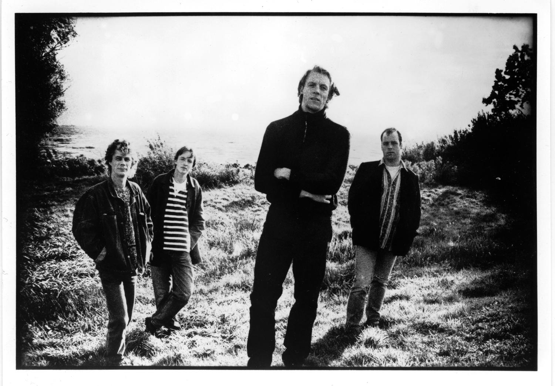 never heard never forgot Some broken hearts never mend is een lied dat werd geschreven door wayland holyfield het werd vooral bekend in de uitvoeringen van don williams (1977) en telly.