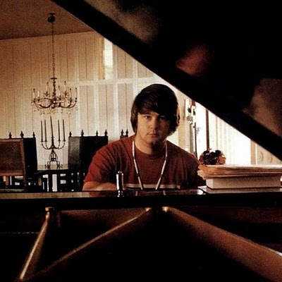 Brian+Wilson+Brian+at+the+piano